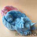 Kūdikėlis tarp angelo sparnų